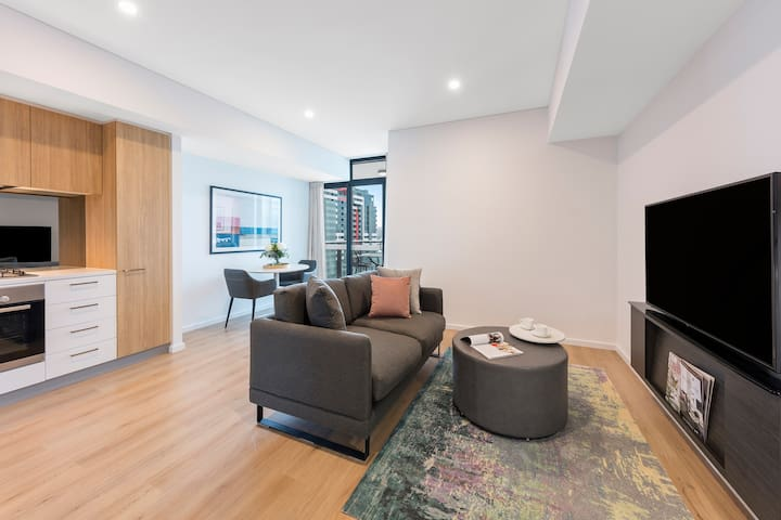 Stylish 1 Bed Apartment with kitchen & laundry