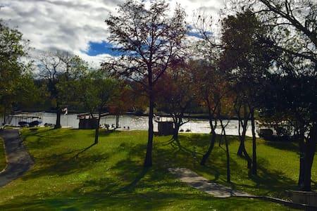 Lake McQueeney Modern Vacation Home - New Braunfels