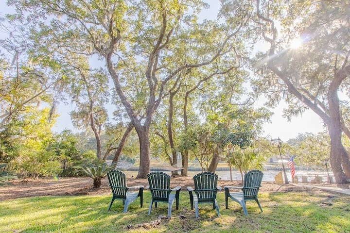 Waterfront Cottage Under Canopy of Live Oaks - Charleston - Guesthouse