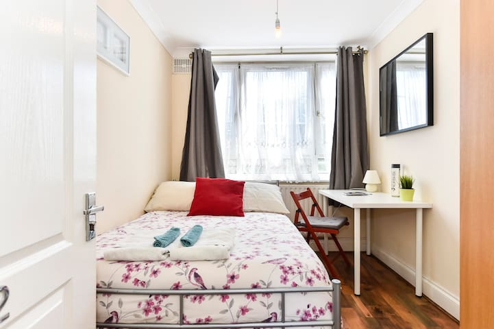 Double Room 06 - near Tower of London & Shoreditch