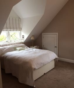 Elegant room w/bathroom on private floor - Harpenden - Ház