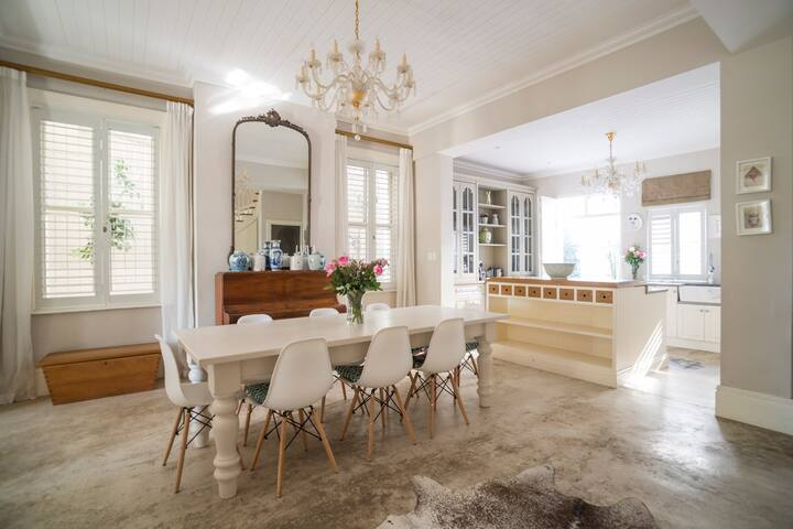 The Dining Room – leading to kitchen