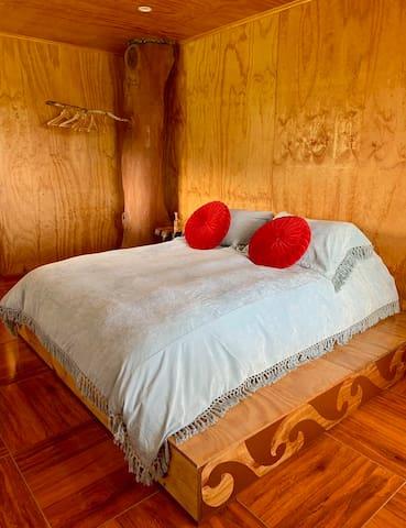 Dormitorio matrimonial con baño privado
