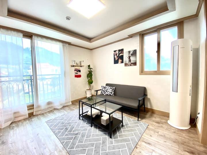조용하고 넓은 공간의 블리스하우스. 라지킹침대+퀸침대