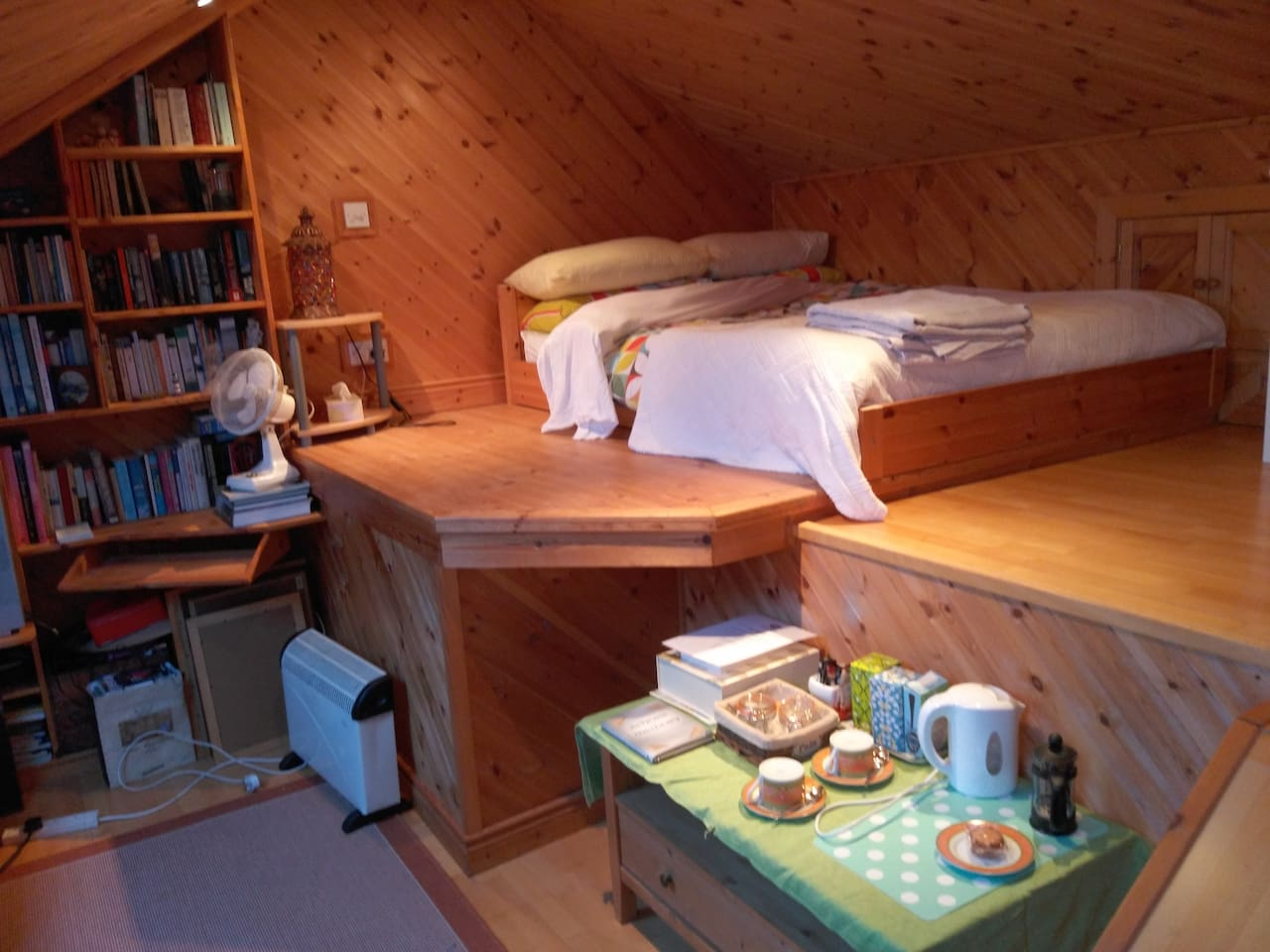 Choose to stay with us in our cosy attic bedroom, complete with ensuite and futon - stay for a day, a week, a month - get away from it all in this quiet house which is within easy reach of all that is wonderful in this part of West Cork!