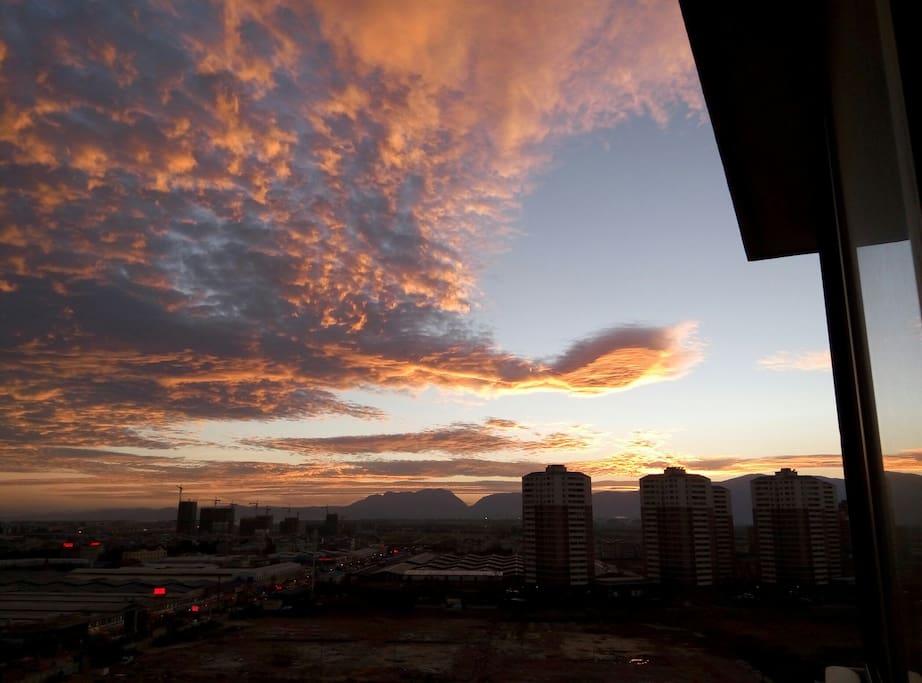 阳台观看西山落日