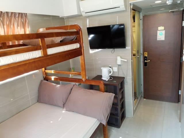 """可住""""4人""""家庭豪華有窗旅館(RM66)(第3至4人各加80元一晚)"""