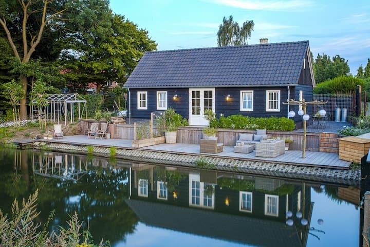 Gerenoveerd chalet in Utrecht met een ruim terras