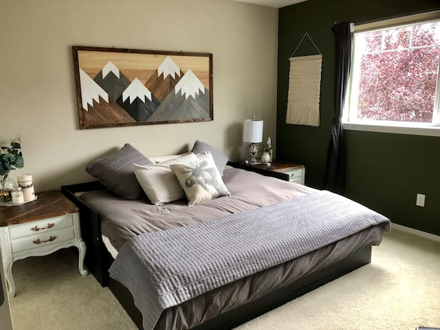 Cozy and Quiet Whidbey Island Getaway