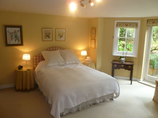 Laurel House Bed and Breakfast
