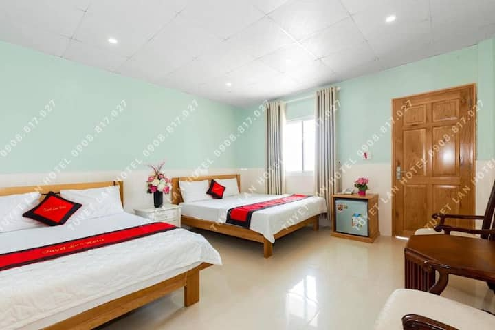 Cozy Deluxe Quadruple at Tuyet Lan Hotel Vung Tau
