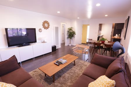 Newly Remodeled Modern Room with Natural Light - Torrance - Apartament
