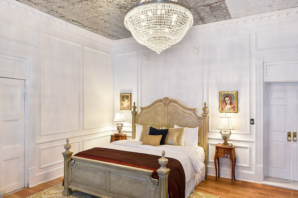 Luxury 20 steps to bourbon in french quarter 1 for Boutique hotel orleans france