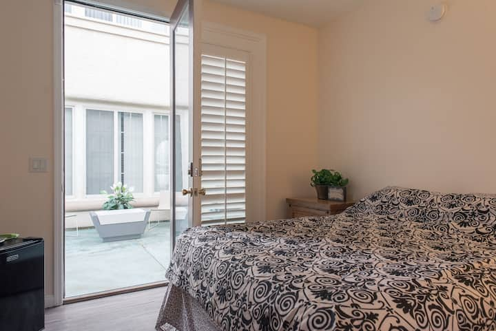 Private Guest House SW 1bd/1 ba  15 min to Strip