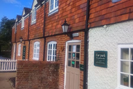 The Bucks Head Pub with letting rooms - Meonstoke