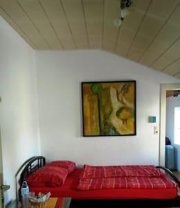 Zimmer mit eig. Bad und Gartenblick - Mönchengladbach - Дом