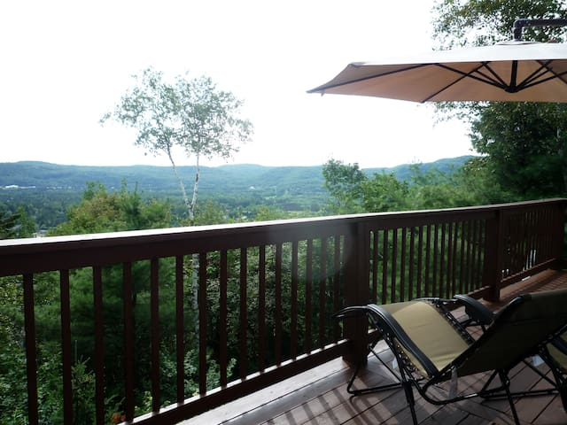 Modern 2 bedroom with great mountain views. - Mont-Tremblant - House