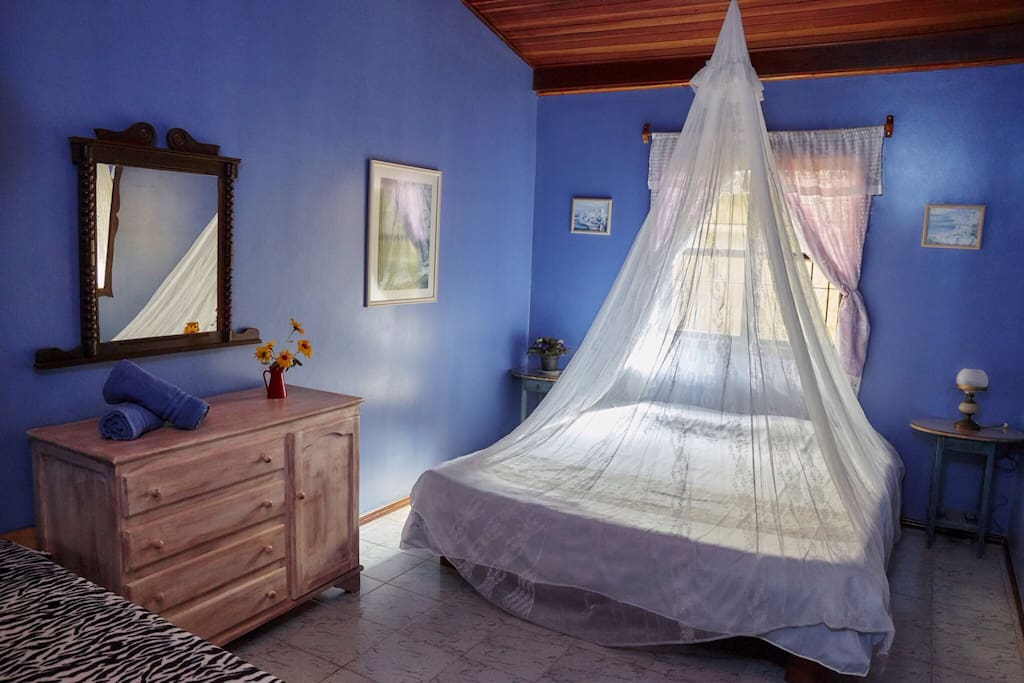 Bedroom for rent in alto paraiso pr casas de h spedes for Cama king paraiso
