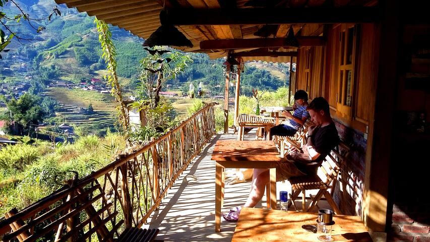Sapa Miku Top of the hill WoW Hmong style