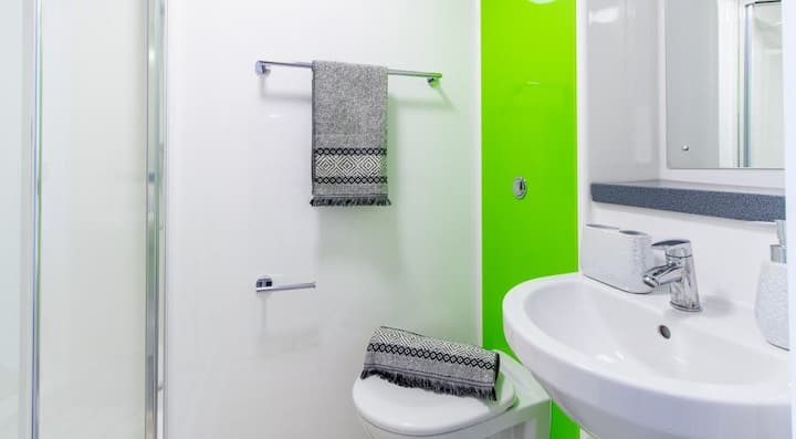 Student Only Property: Fantastic Canalside Studio
