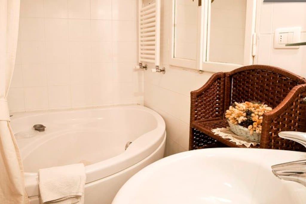 bagno con vasca angolare
