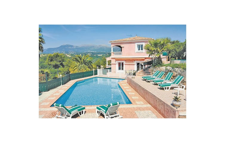 Nice home in Cagnes sur Mer with WiFi and 3 Bedrooms