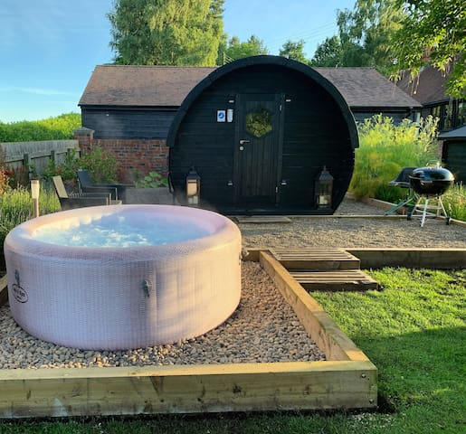 Steppe Farm Luxury Glamping Pod with hot tub