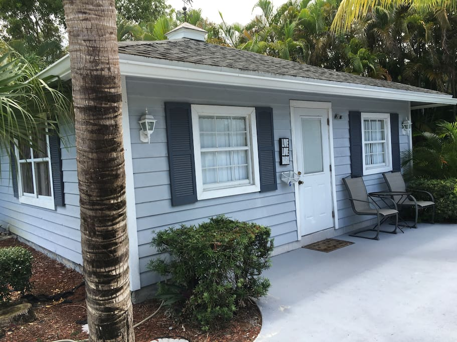 Charming Key West Beach House Guesthouses For Rent In Palm Beach Gardens Florida United States