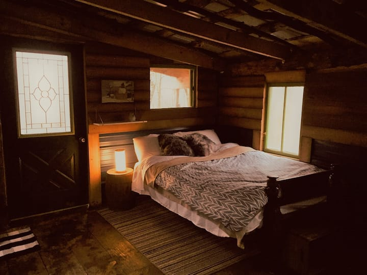 """""""Outpost"""" Cabin at Dirt Road Camp"""