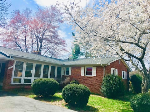3 bedrooms 2.5 bathroom large single house(Va)