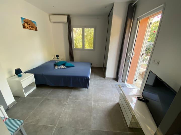 Grande Chambre(Grossetu)luxe lumineuse16m2, SDBain