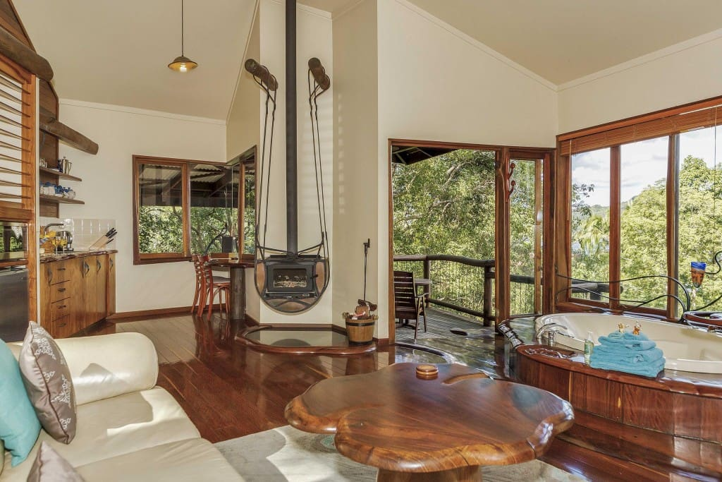 Fireplace, double spa, kitchenette with amazing views to the Lake