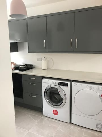 Modern 2 bed apartment ( Castlebar town centre)