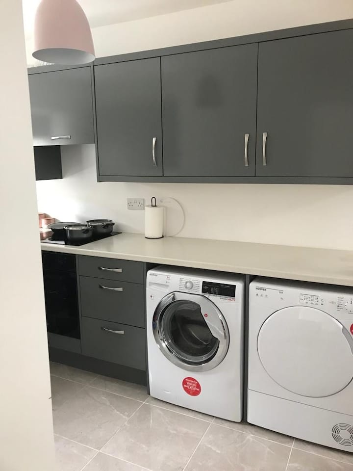 Modern 2 bed apartment ( Castlebar town centre)