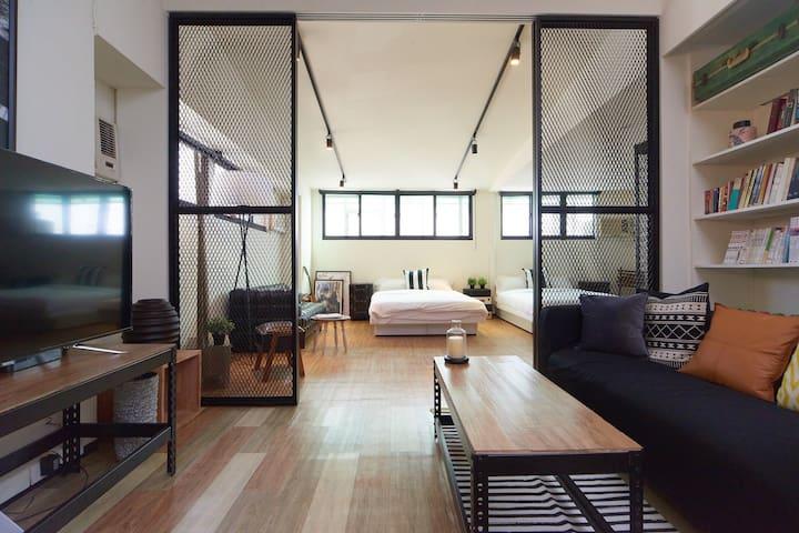 Stay Retro Industrial - An urban loft 1min to MRT