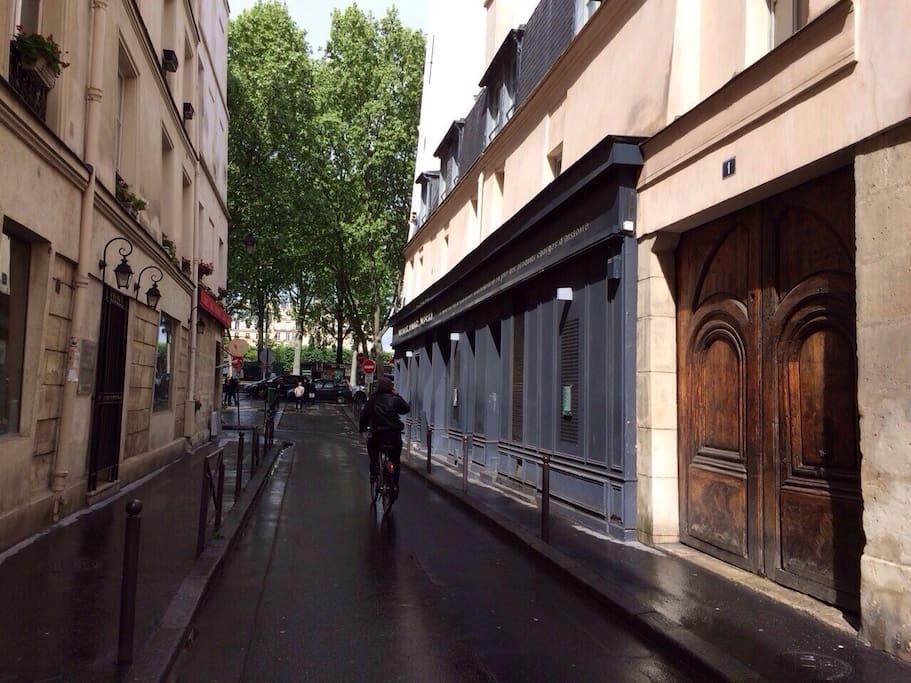 Rue Maitre Albert, front door