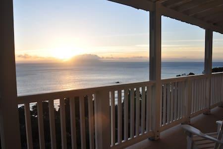 Holidaybungalow  Beautiful sunset ocean views - Beau Vallon - Casa de campo