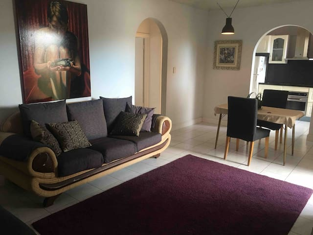 Large apartment in Stanmore, near cafes & trains