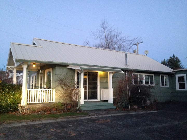 Charming Twilight Cottage Cottages For Rent In Forks Washington United States