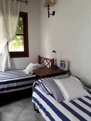 Habitación con 2 camas de una plaza