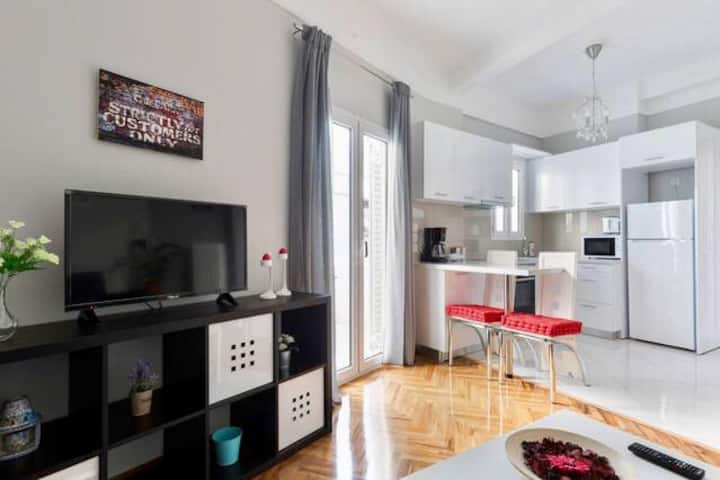 Athens luxurious central apartment