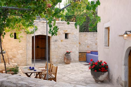 Private Traditional Villa Lithos - Tzitzifes - House