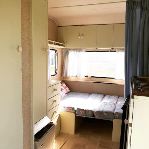 2 comfortable double beds with privacy curtain. Cooker, sink, fridge and heater