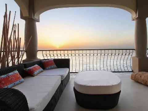 Ocean front 3 bedroom surf Condo