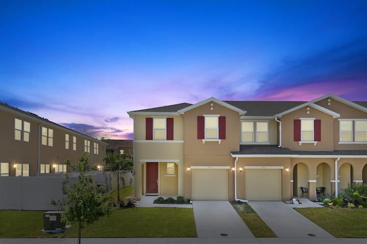 Family Friendly Four Bedroom Close to Disney 5163