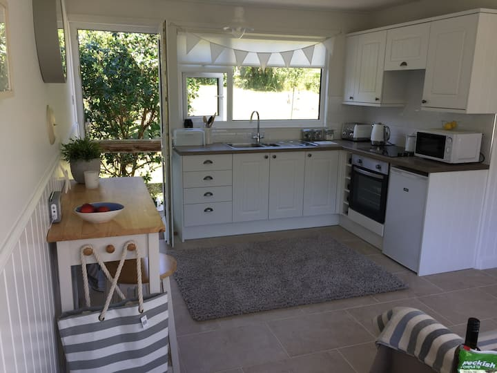 Cosy Chalet nestled in a country park by the sea.
