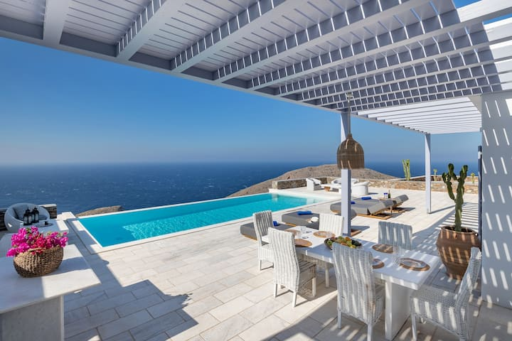 Villa Semeli - 4 bedroom luxury property in Syros