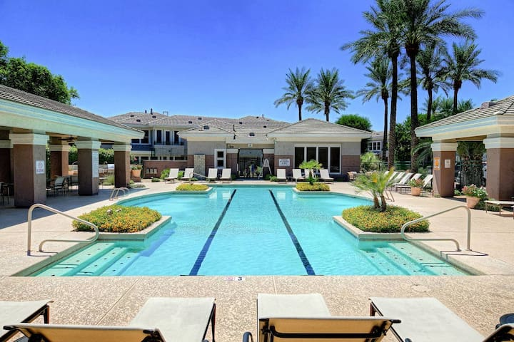 Relax poolside just steps from golf, shopping and more in Scottsdale