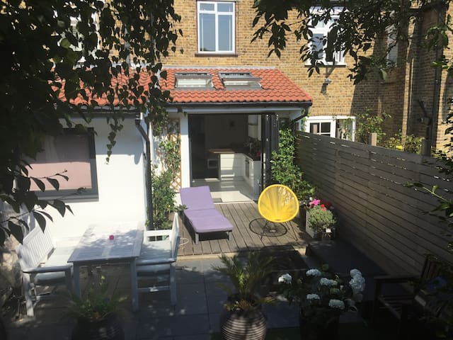 Stylish 3 Bed Home, Manor House Gardens Blackheath
