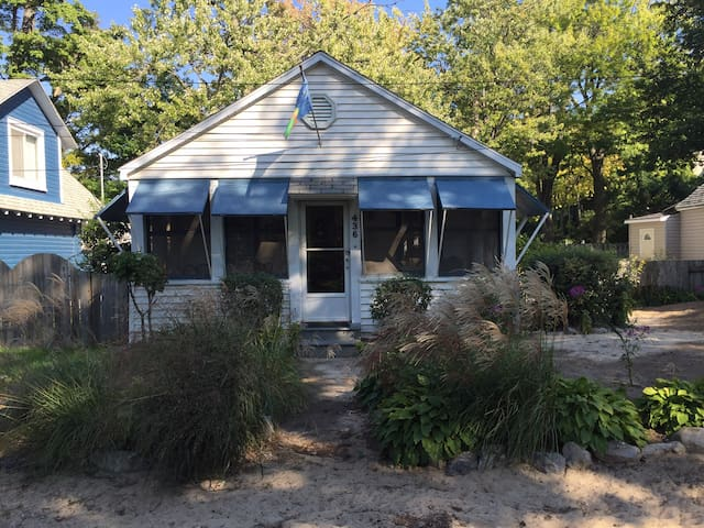 Bailey's Crystal Beach Cottage       PRIVATE BEACH